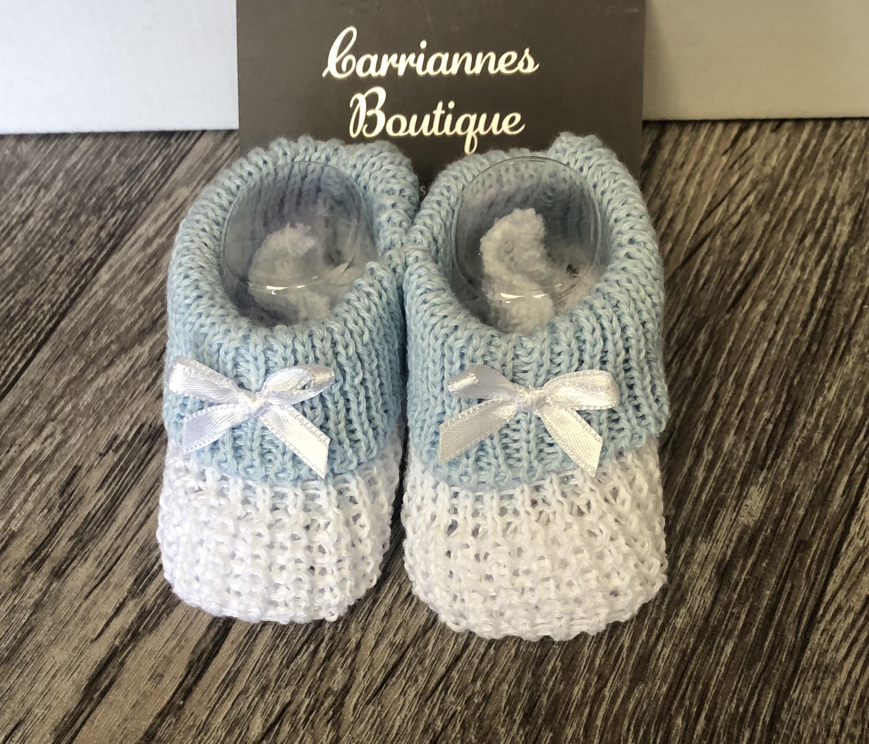 2d29e389bb9c5 White / blue newborn -3 months booties